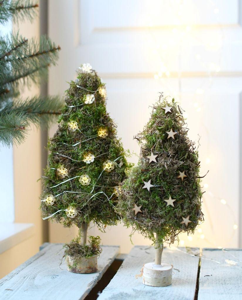 Kleine kerstboompjes van mos maken - Christmaholic #kerstbloemstukken