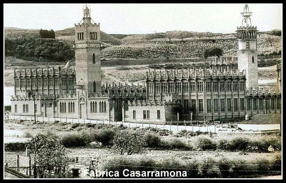 Fábrica Casarramona. Edificio de estilo modernista construido entre 1909 y 1912, situado en las faldas de Montjuïc, Barcelona. De  a Josep Puig i Cadafalch. De la construcción sobresalían dos torres, que servían como depósitos de agua para la protección contra incendios que constituían una de los más modernas en la época. No tenía chimenea, pues funcionaba con energía eléctrica, lo que contribuía a la sensación general de limpieza.