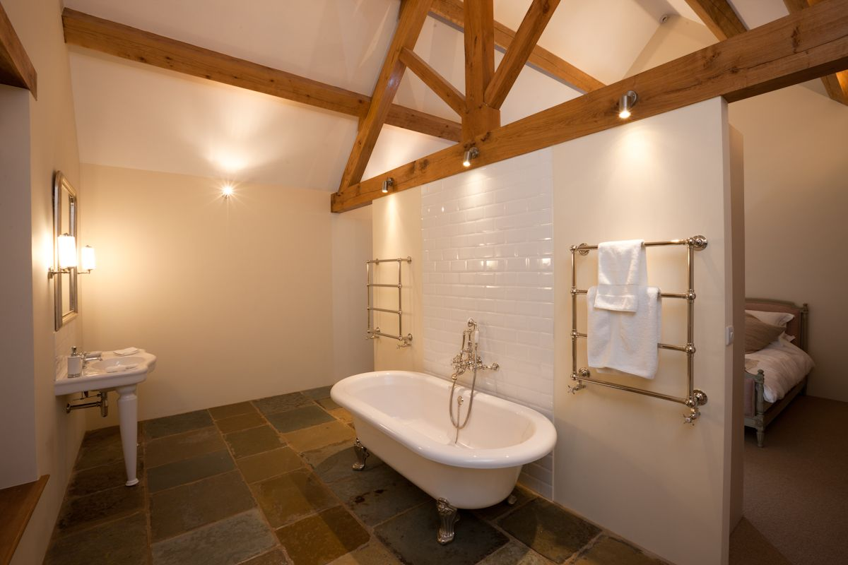Relax And Unwind In The Claw Foot Bath Tub Dreamy Chescombe Lodge Is The Romantic Hot Spo Luxury Holiday Cottages Cottage Inspiration Portable Hot Tub