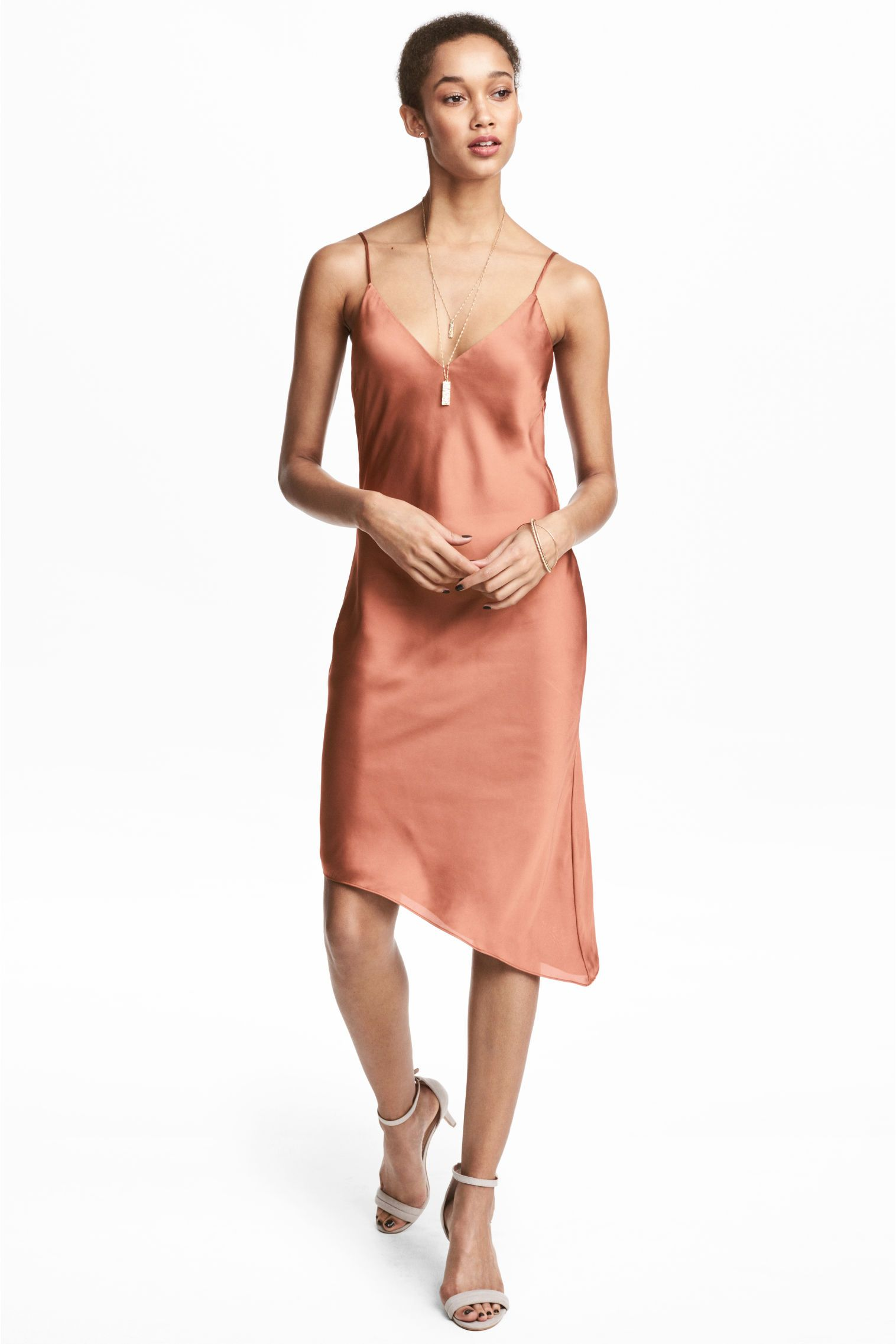 Asimetrik Saten Elbise Pas Rengi Kadin H M Tr Elbise Moda Stilleri The Dress