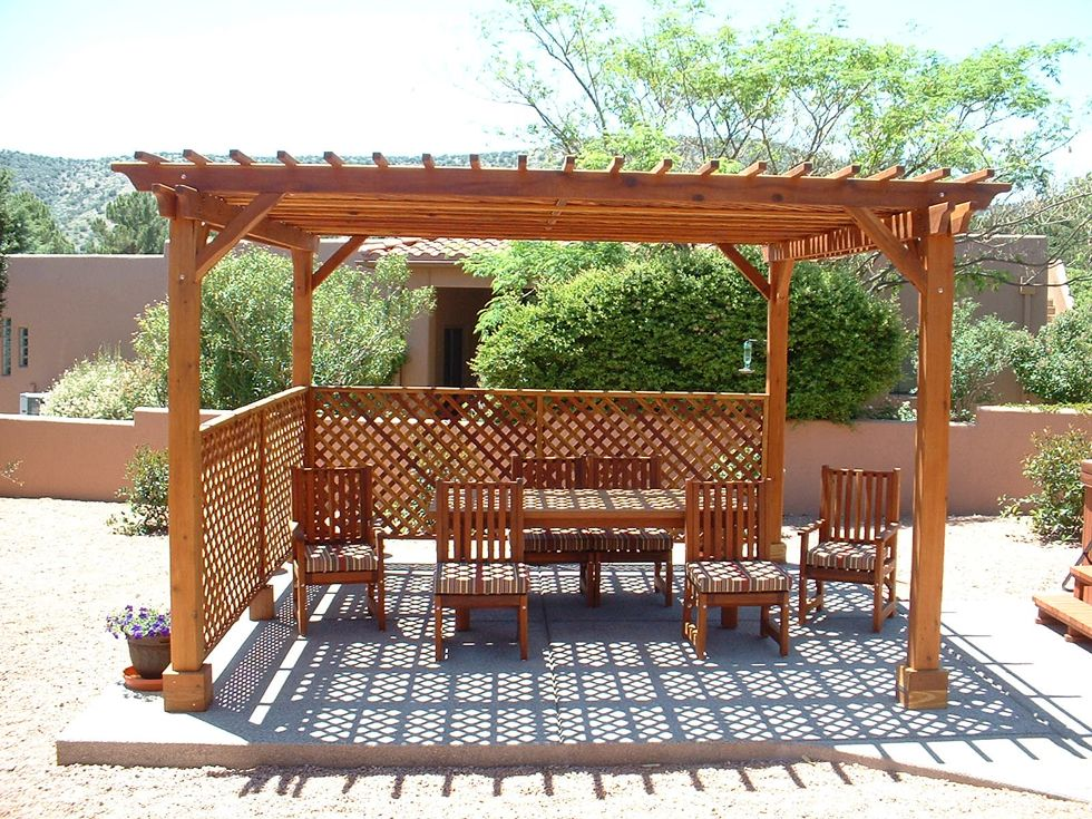 15' x 15' Garden Pergola With Lattice Roof and Privacy Panels in Redwood - 15' X 15' Garden Pergola With Lattice Roof And Privacy Panels In