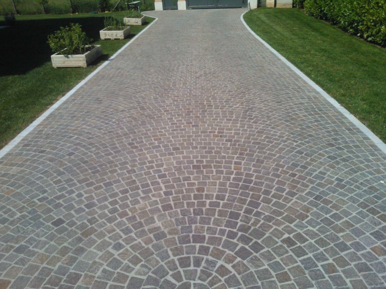 Pavimentazione in porfido realizzata a cubetti ad arco for Cabina del tetto ad arco