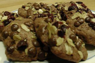 Schokoladen Kekse Premium - selber zum Kaffeetrinken und als Geschenk / Mitbringsel backen. Geht auf jeden Fall schnell und einfach. Sehen toll aus und schmecken noch viel leckerer als sie aussehen :-)) Mehr auf http://www.schokokuchen.tv