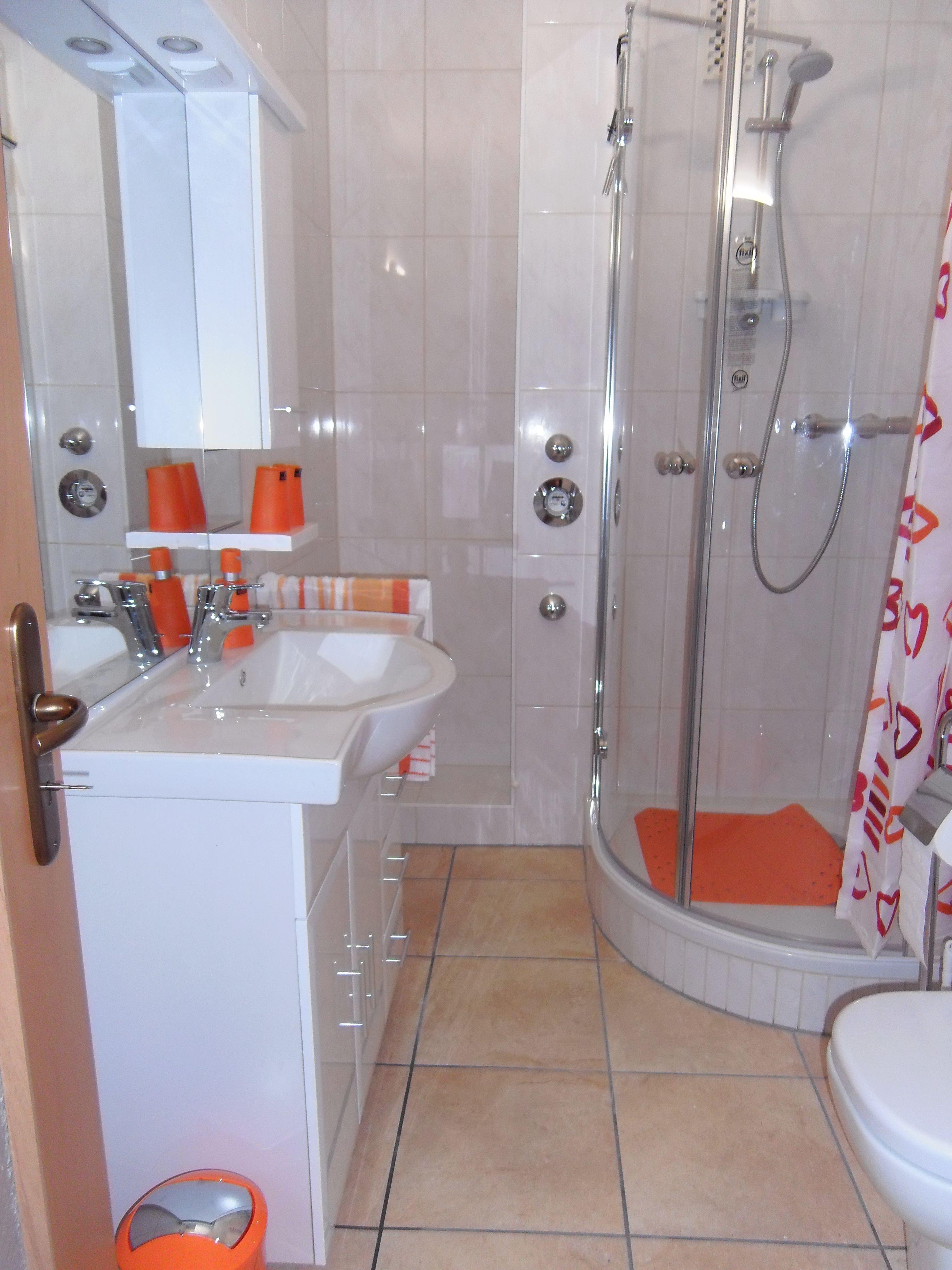 Neues Bad mit Schrank/Regalnische ... | Unsere Badezimmer vorher ...