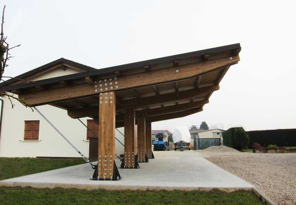 Possente tettoia in legno per auto a tre posti modello for Coperture in legno per auto usate