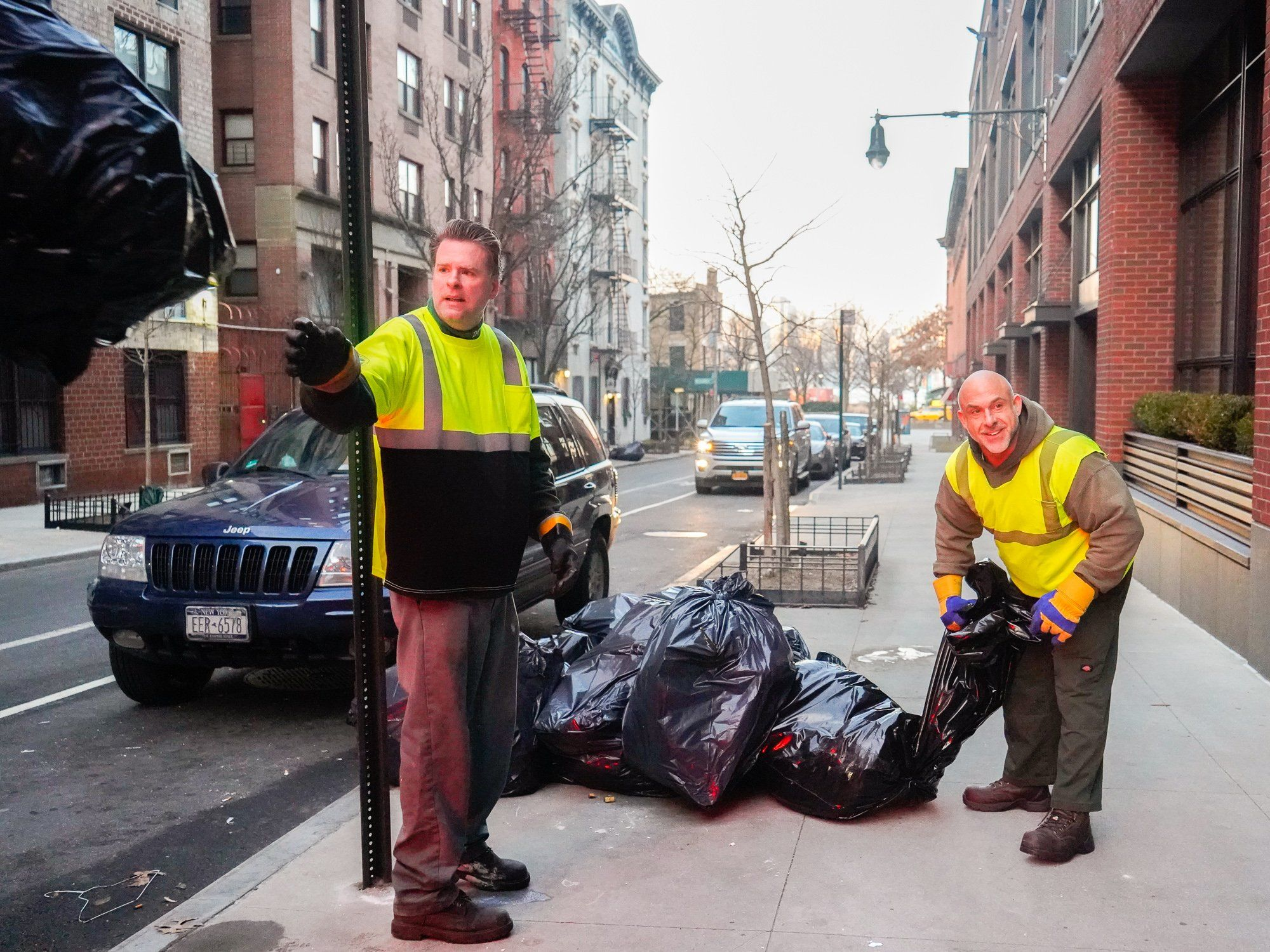 A Day In The Life Of New York Sanitation Workers Who Get Up At 3 30 A M To Pick Up Trash In One Of The Filthiest In 2020 Dangerous Jobs Pick Up