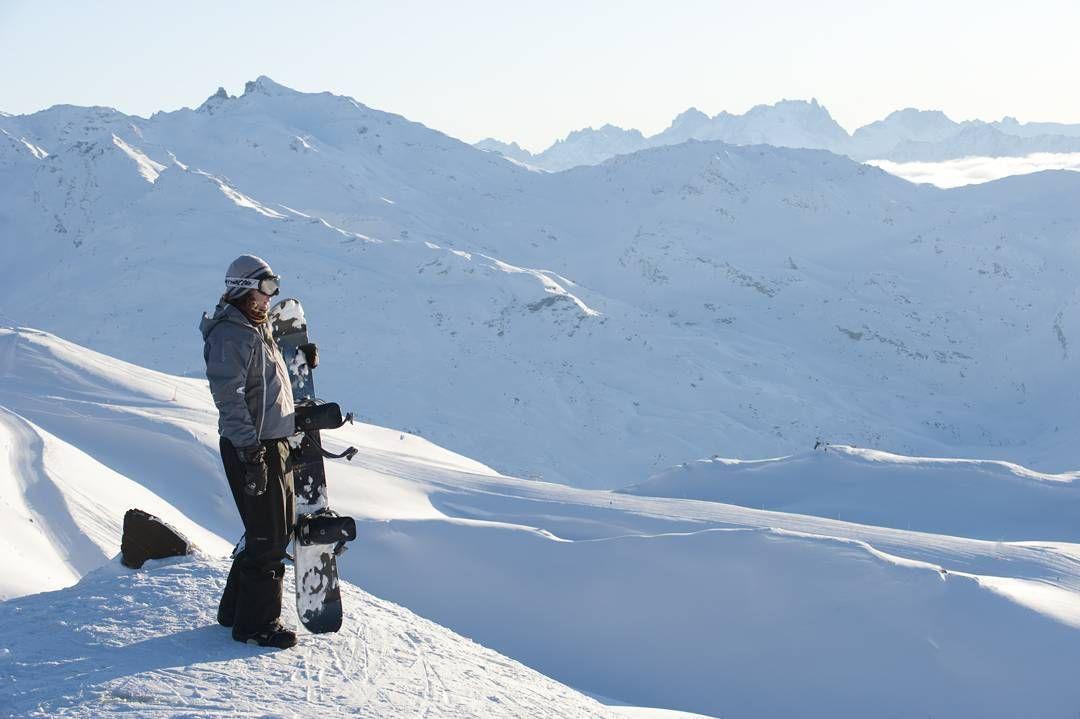 Une petite pause avant d'y retourner, le temps de contempler le paysage ... ❄👌 #hotellesbruyeres #bruyereslifestyle #lesmenuires #winterholiday #mountainview #landscapes #paysage