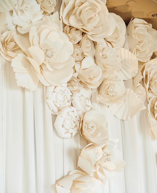 15 cool ways to rock paper flowers at your wedding 14per flower 15 cool ways to rock paper flowers at your wedding 14per flower reception backdrop mightylinksfo