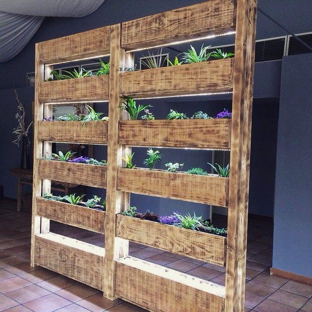 El jardín vertical del comedor es una de nuestras novedades en #fincaeltomillar. ¿A que ha quedado genial?  Más novedades en nuestro recién estrenado blog www.fincaeltomillar-blog.com  ¡Os esperamos!  #finca #Madrid #interiorismo #decoración #jardín #rústico #vintage #bodas #bodas2015 #l4l #plantas #madera #instagood #nice #picoftheday #love  #garden #jardínvertical #plants #rustic #boho #wedding