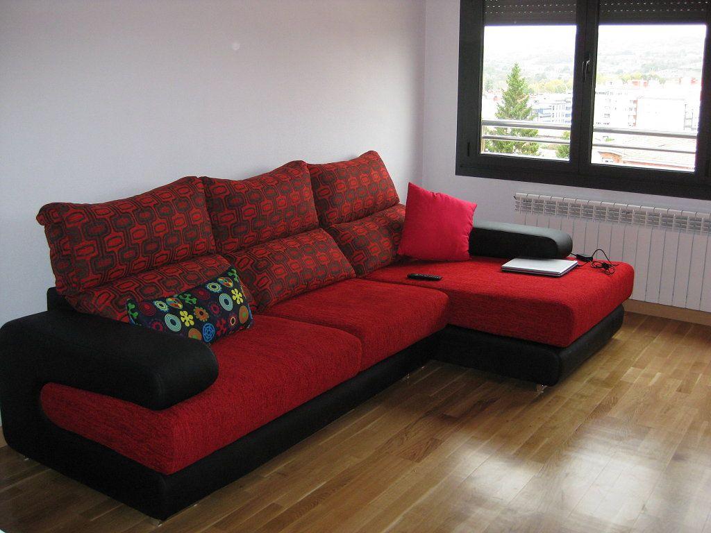 Cojines modernos para sofas rojos buscar con google for Muebles de sala modernos