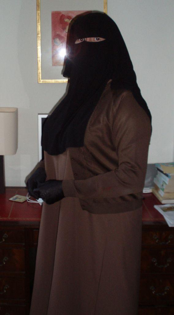 https://flic.kr/p/7GV2TV   P1010010   Brown abaya and cardigan black niqab and…