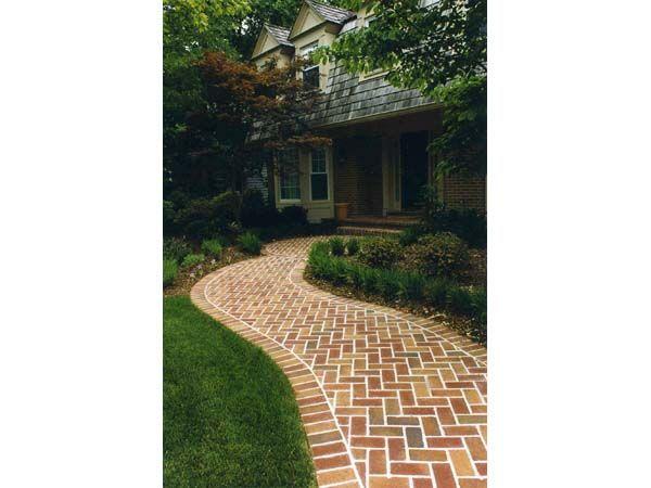 Curved Brick Walkway In Herringbone Pattern With Brick Border Brick Border Brick Walkway Walkway Design