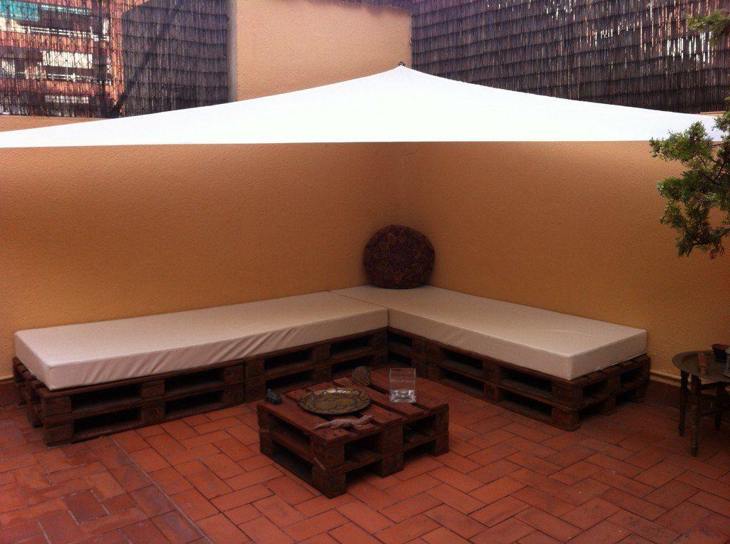 Decoraci n de terrazas y jardines con palets reciclados - Palets decoracion jardin ...