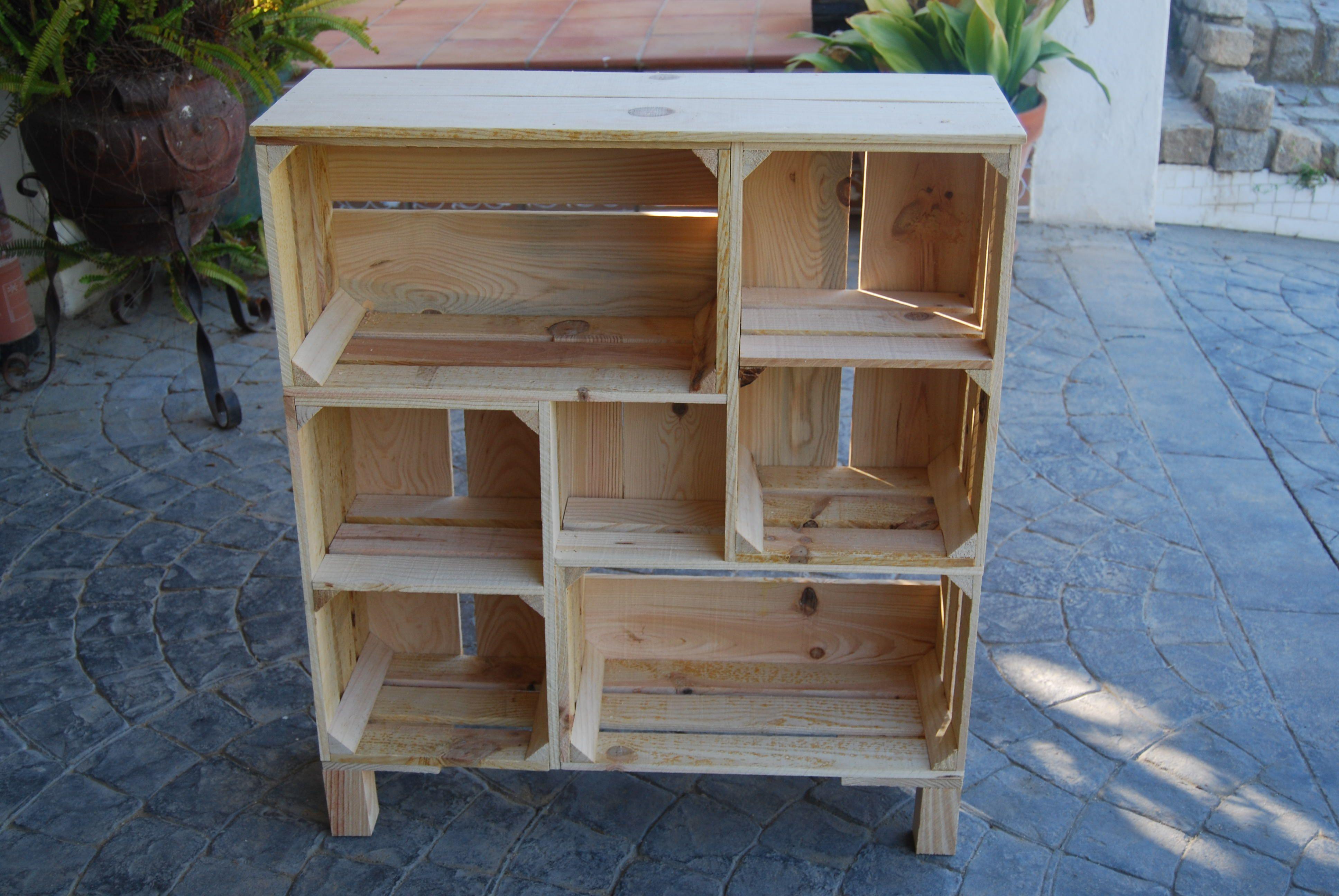 Estanter a realizada con cajas a medida y encajadas para - Cajas para estanterias ...