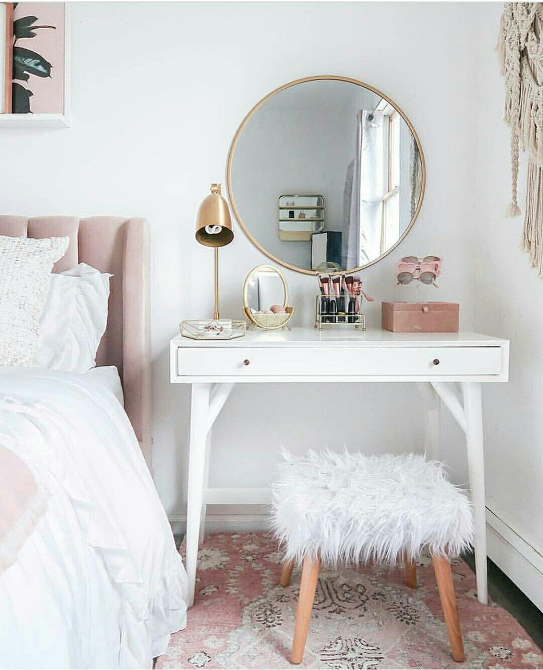 Pin By Rida On Decoracao Para Quartos Small Bedroom Vanity Home Decor Room Inspiration