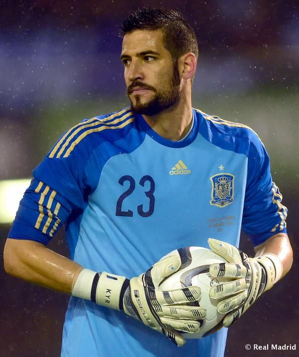 OFICIAL   Kiko Casilla ya es nuevo jugador del Real Madrid. #HalaMadrid