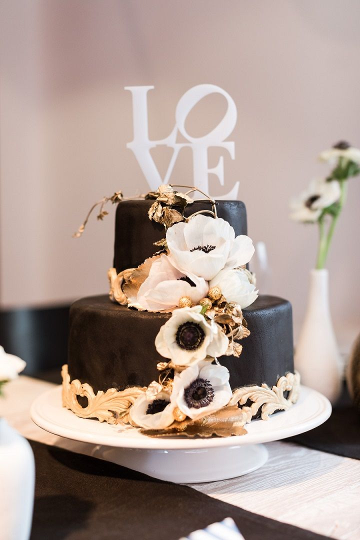 Black and gold wedding cake decorated with anemones cascading | fabmood.com #weddingcake #blackgold #blackgoldcake #cakes #modernwedding