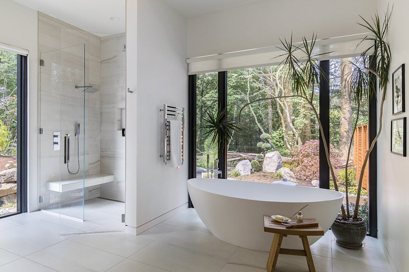 5 Homes With Soothing Modern Bathrooms Bathroom Design Tranquil Bathroom Modern Bathroom Design