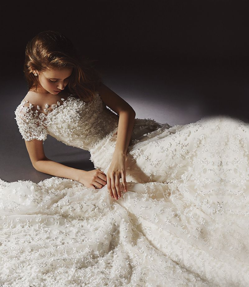 30 Swoon Worthy Wedding Dresses With Beautiful Details That Reflect Meticulous Craftsmanship Wedding Dress With Veil Modest Wedding Gowns Beautiful Wedding Dresses
