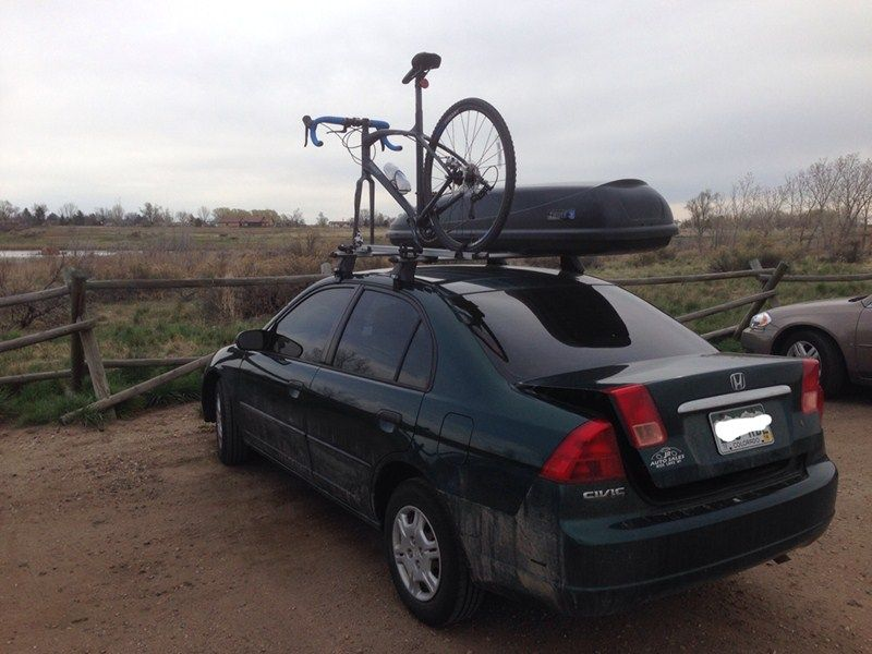 A Roof Rack Adds Additional Room When You Need To Carry Your Bike And Your Gear This Giant Anyroad 2 With Disk Brakes Is Sittin Beautiful Bike Bike Bike Racks