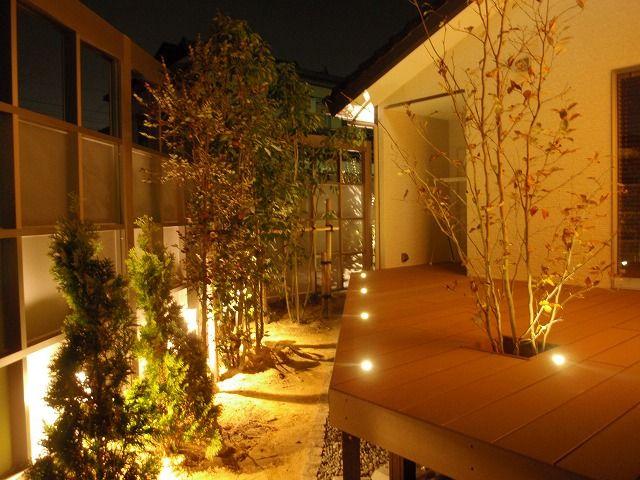 デッキを素敵にライトアップ。優しい光で包まれたプライベート空間。 #lightingmeister #pinterest #gardenlighting #outdoorlighting #exterior #garden #light #house #home #wooddeck #deck #beautiful #private #softlight #ウッドデッキ #デッキ #素敵 #プライベート #優しい光 #家 #庭 #ガーデン #光 #照明 Instagram https://instagram.com/lightingmeister/ Facebook https://www.facebook.com/LightingMeister