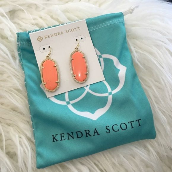 • [kendra scott] coral elle earrings • New, these were a gift! Coral colored Elle earrings by Kendra Scott. Never worn, come with dust bag! NO TRADES   NO OFF APP PAYMENT Kendra Scott Jewelry Earrings