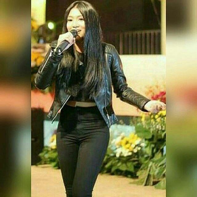 #repost @jeydinxeyoss  By @jadinemommies -  Eh yung lalo kang sumexy sa all black OOTN mo wifey..wOoah! tulo lewey na sila! Hihi  #JaDine #Nadinelustre #JADINEMOMMIES #MissPANDAN © elites