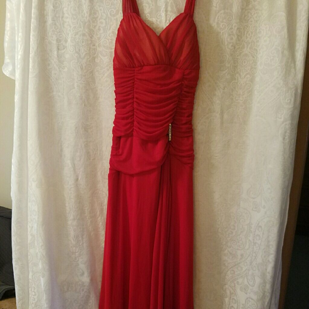 Red Flowing Gown No Tags. Cache Size Small
