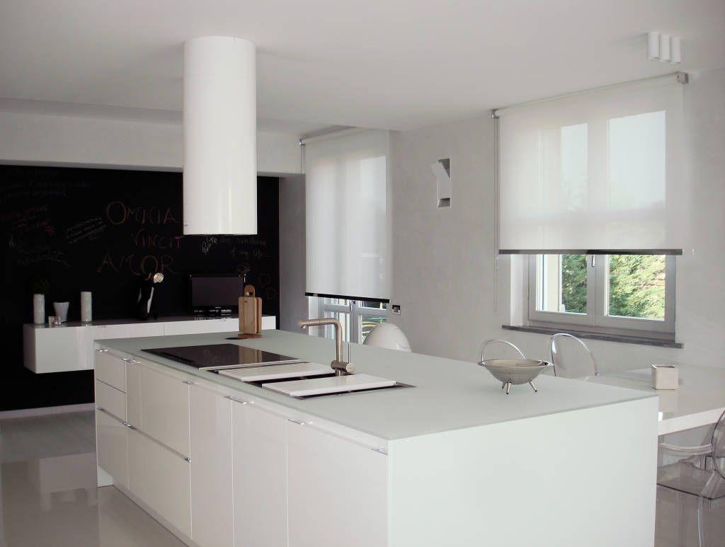 Tende a rullo cucina in stile di els home nel 2019 tende for Tende casa minimalista