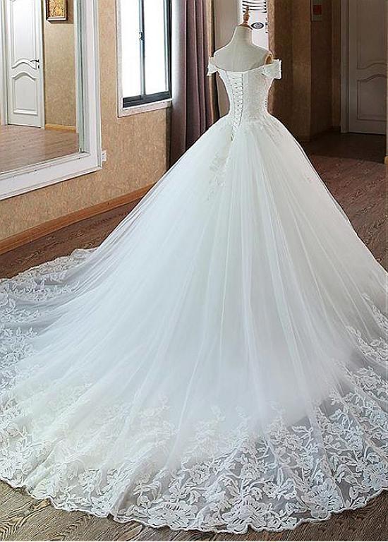 [259.00] Glamouröses Tüll-Brautkleid mit schulterfreiem Ausschnitt und Perlen & Spitzenapplikationen #tulleballgown