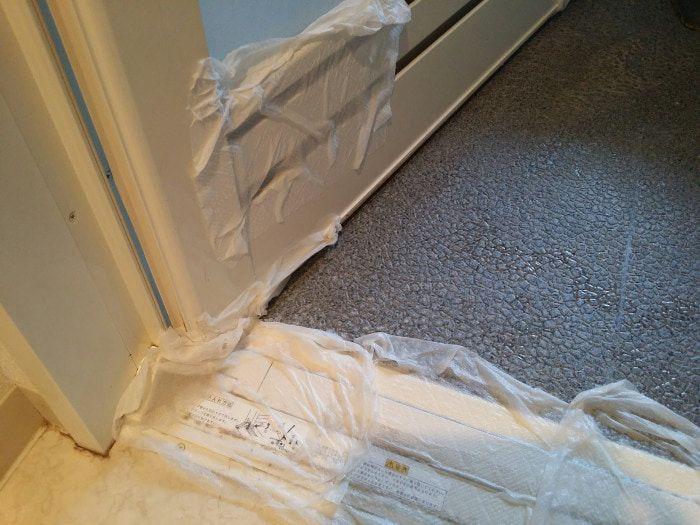 頑固な浴室の汚れを落とすには 万能粉のアレをパックすれば擦らず