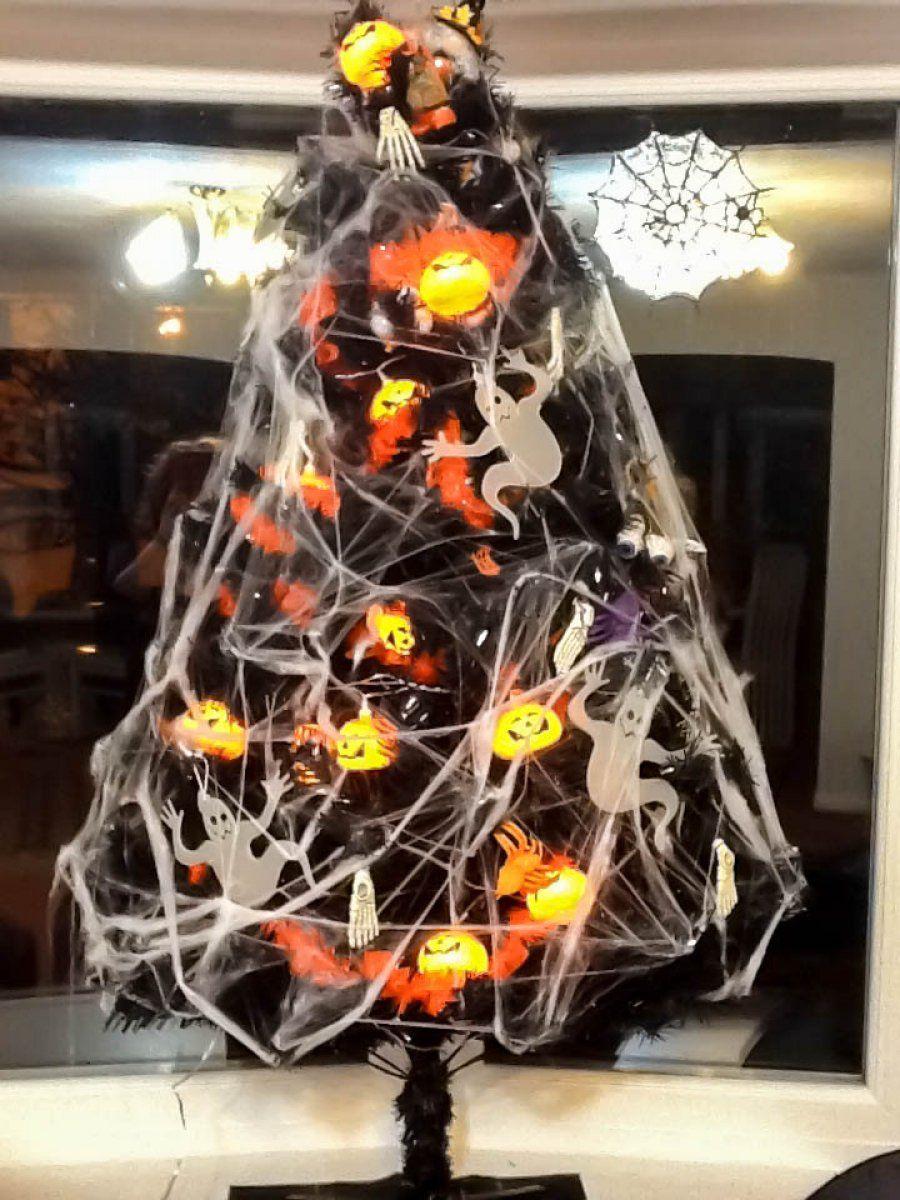 Halloween Tree with Pumpkin Lights Pumpkin lights