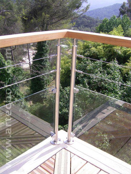 détail d\u0027une rambarde en inox pour terrasse en L extérieur