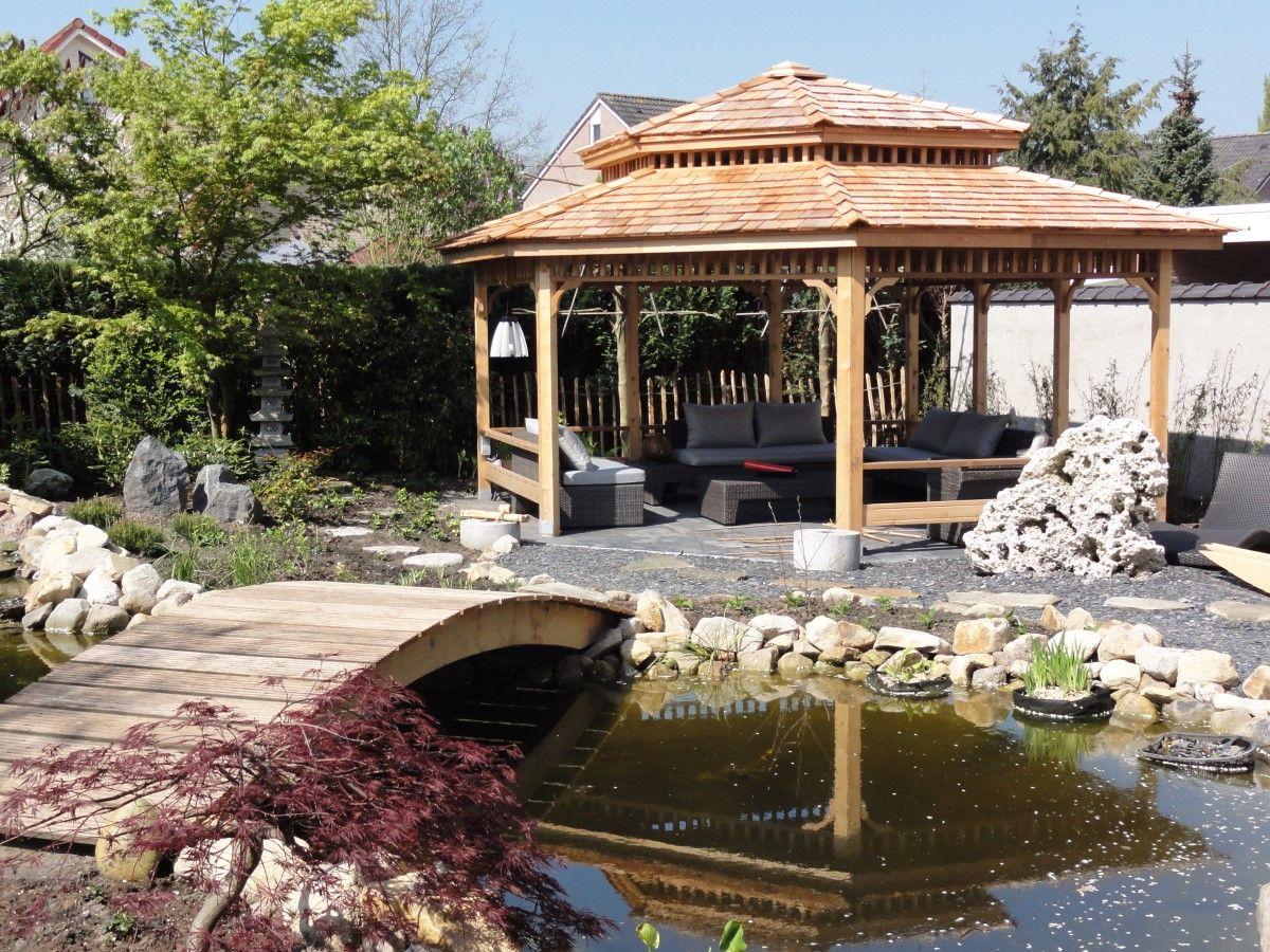 Japans prieel naast brug over een koivijver japanse tuin met koivijver pinterest verandas - Prieel tuin ...