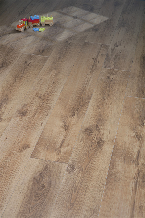 7mm Rustic Oak: We love the authentic, antique-y look of this floor!