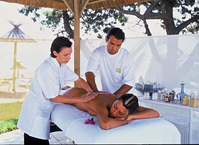 Massage à 4 mains / Four hands massage    https://www.facebook.com/Neobienetre?ref=hl