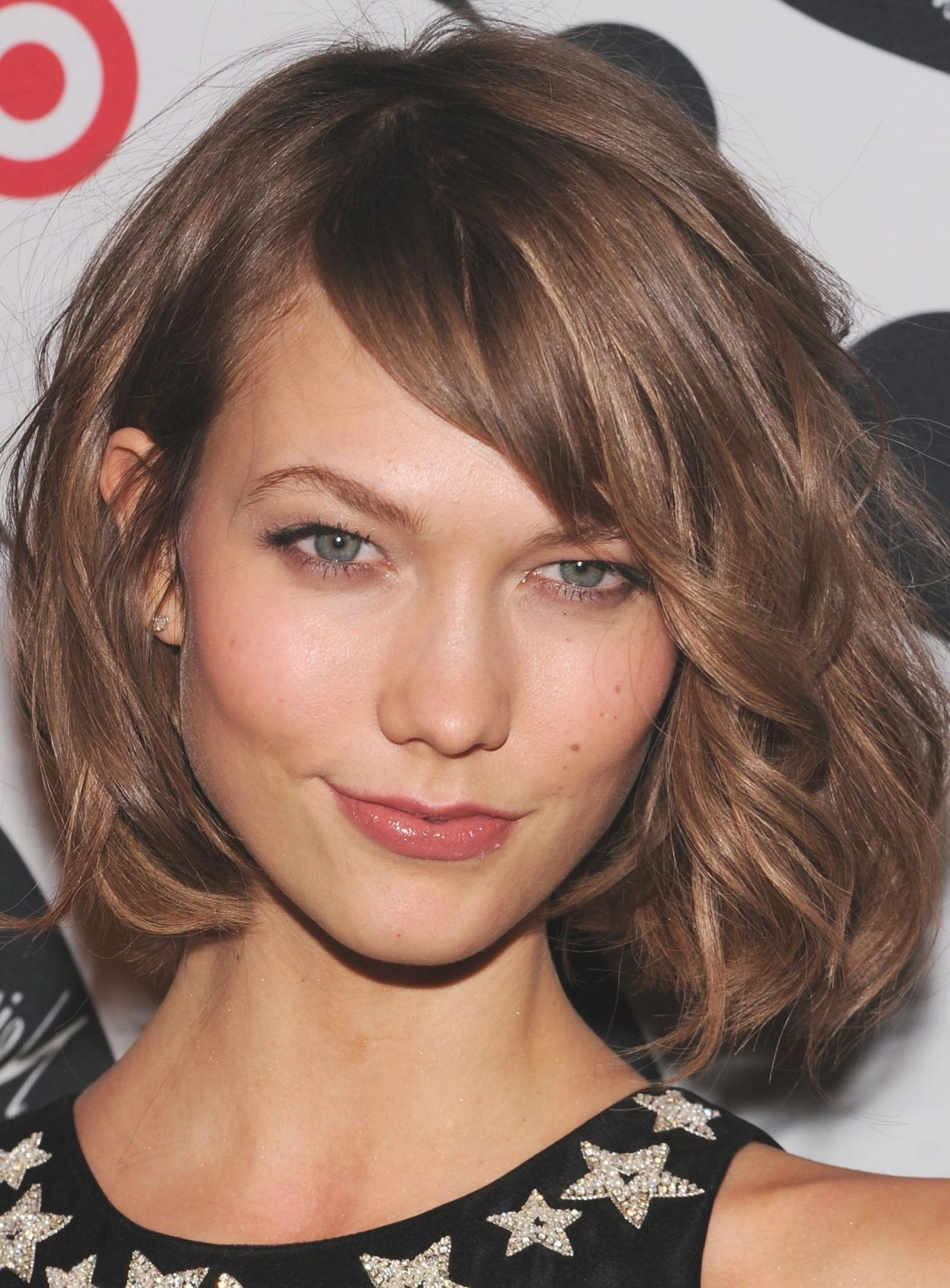 38 Short Layered Bob Haircuts With Side Swept Bangs That Make You Look Younger Easy Hairstyles Thick Hair Styles Short Layered Bob Haircuts Medium Length Hair Styles
