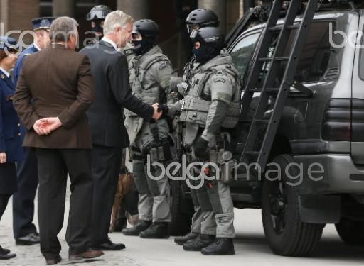 20151110 - BRUSSELS, BELGIUM: King Philippe - Filip of Belgium (C) meets members of the special forces during a visit to the DSU, Direction Specials Units, of the federal police, in Brussels, Tuesday 10 November 2015. BELGA PHOTO VIRGINIE LEFOUR