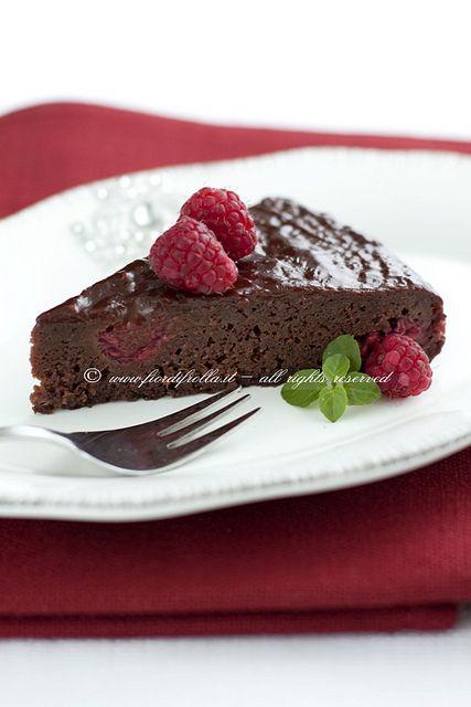 Dolce morbido al cioccolato e lamponi      #recipe #juliesoissons