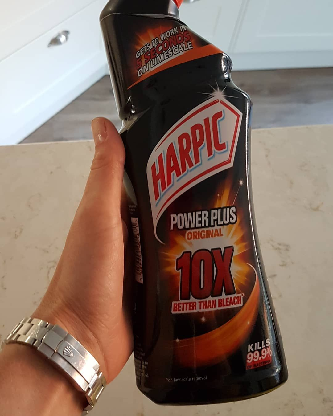 Black Harpic The Cleaning Community Seem To Swear By It To Tackle The Worse Stains On Toilets Currently I Use Domestos Harpic Gold Peak Tea Bottle Tea Bottle