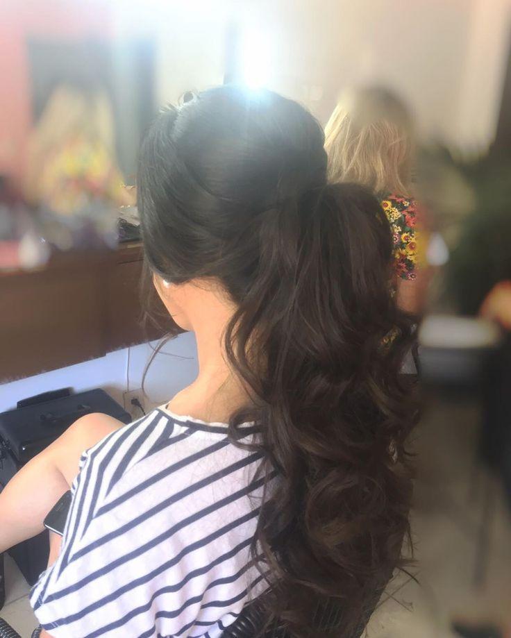 Recuerda que Los peinados con pelo suelto no son la única opción a la que podemos recurrir cuando se trata de arreglarnos para un look de fiesta