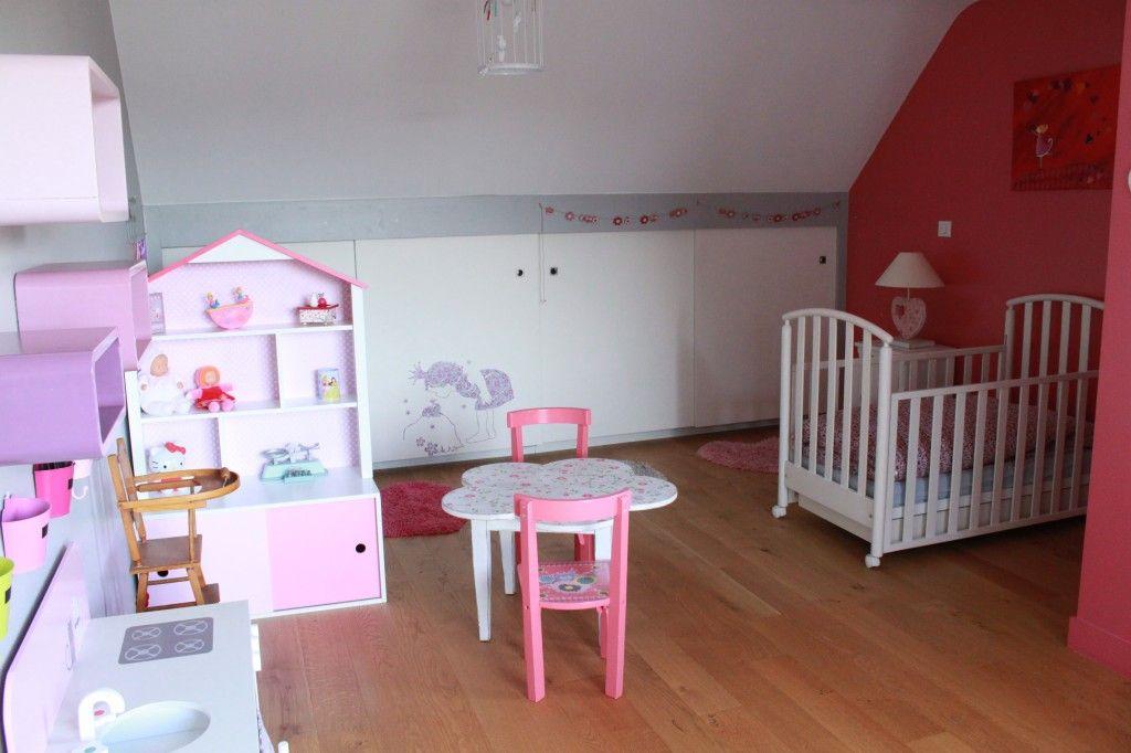 Une chambre d\u0027ado transformée en chambre de petite fille, empreinte
