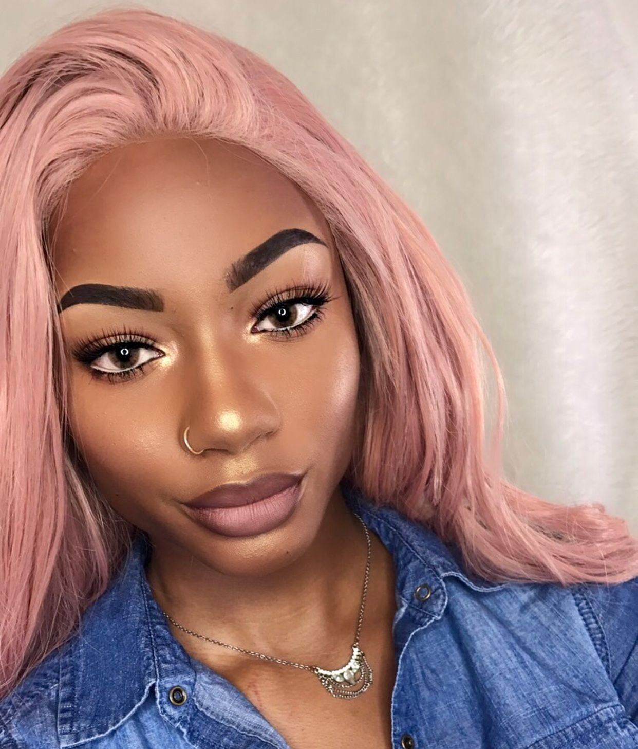 I Love Her Dusty Pink Hair On Her Skin Tone Follow Me Itslolaofficial Black Girl Pink Hair Dusty Pink Hair Rose Gold Hair
