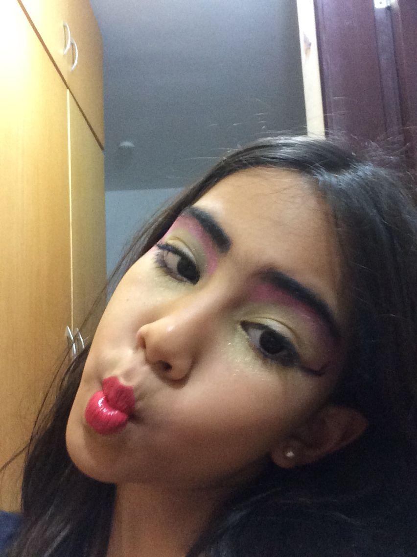 Make-up de bruxa.