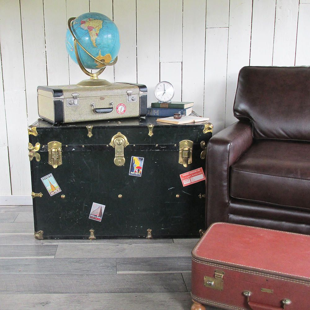 Before After From Throw Away Trunk To Repurposed Tv Stand Tv Stand Tv Stand Designs Vintage Trunks