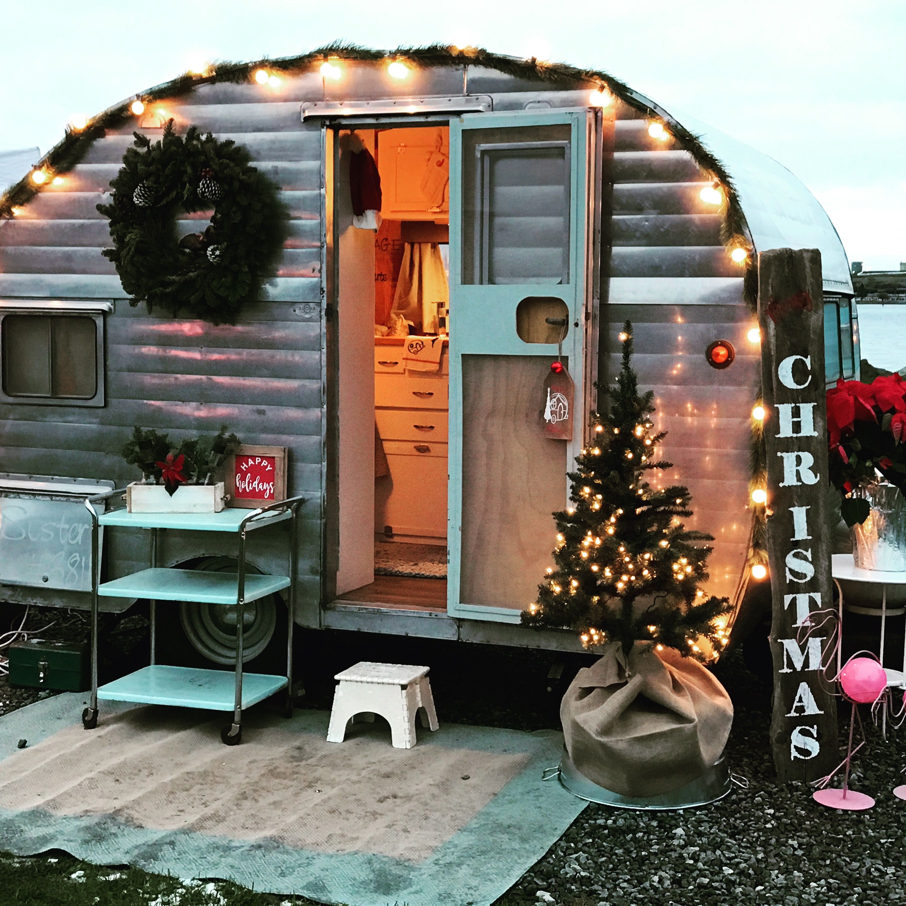 Christmas Vintage Trailer 1955 Aloha Glamping Trailer Small Camper Trailers Small Campers