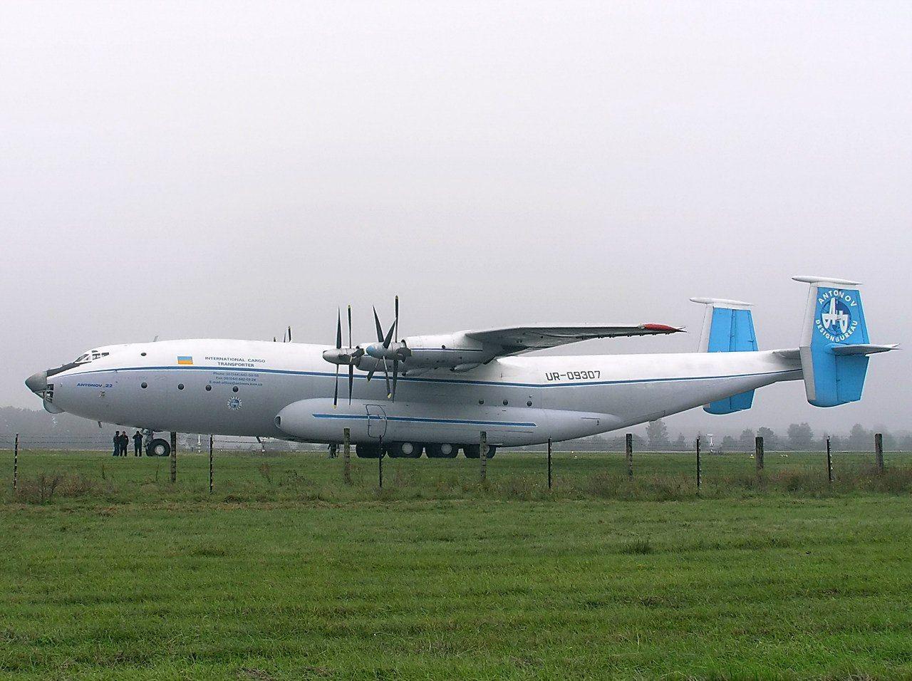"""АН-22? Міжнародний авіаційно-космічний салон """"АВІАСВІТ"""" 27 ..."""