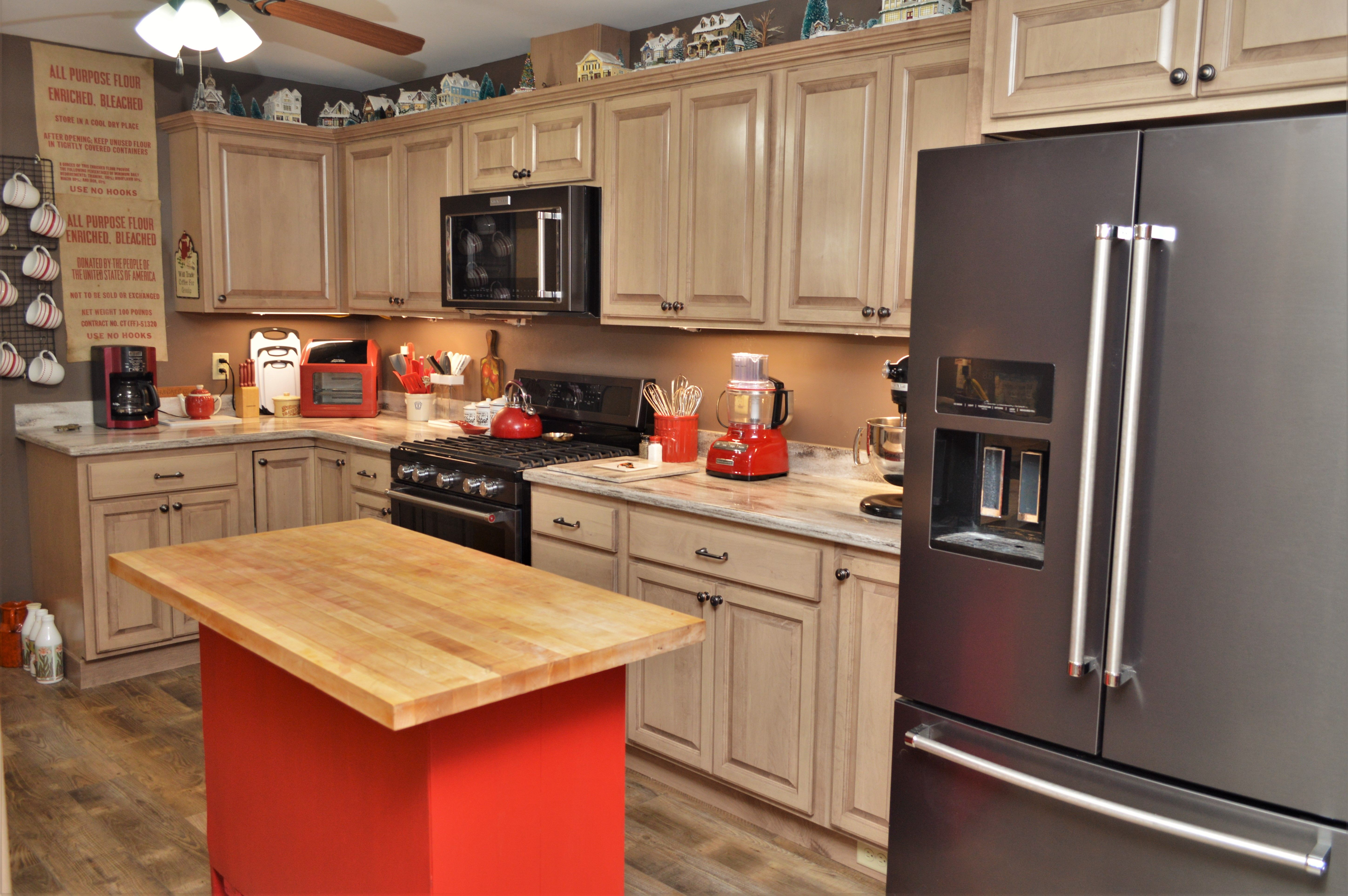 Bailey S Cabinets Haas Lifestyle Collection Maple Cottonwood Finish Liberty Square Door Style In 2020 Kitchen Kitchen Cabinets Cabinet
