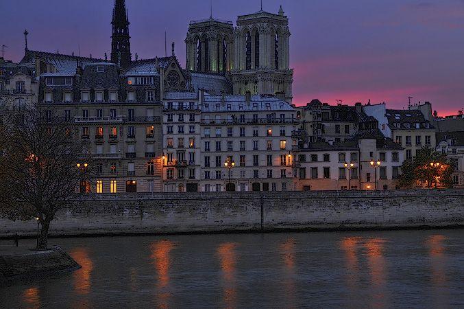 Notre Dame de Paris et le Quai aux fleurs vus du Pont Louis Philippe