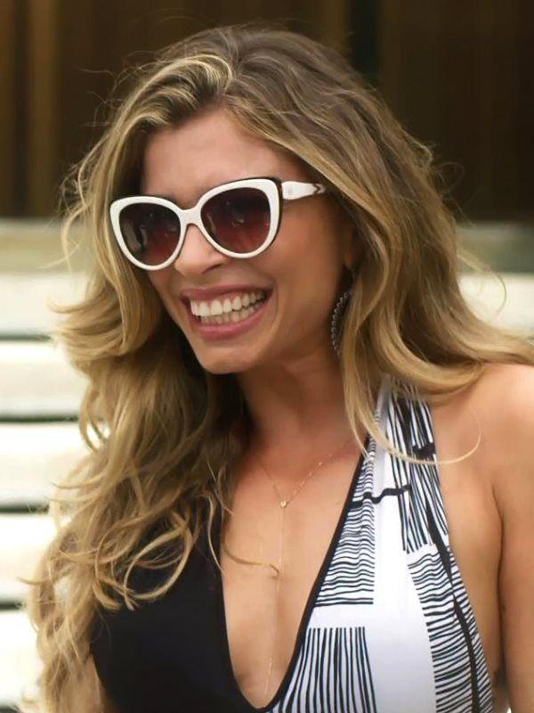 Luciane (Grazi Massafera), novela A Lei do Amor   óculos de sol em ... 94a62cd1e5